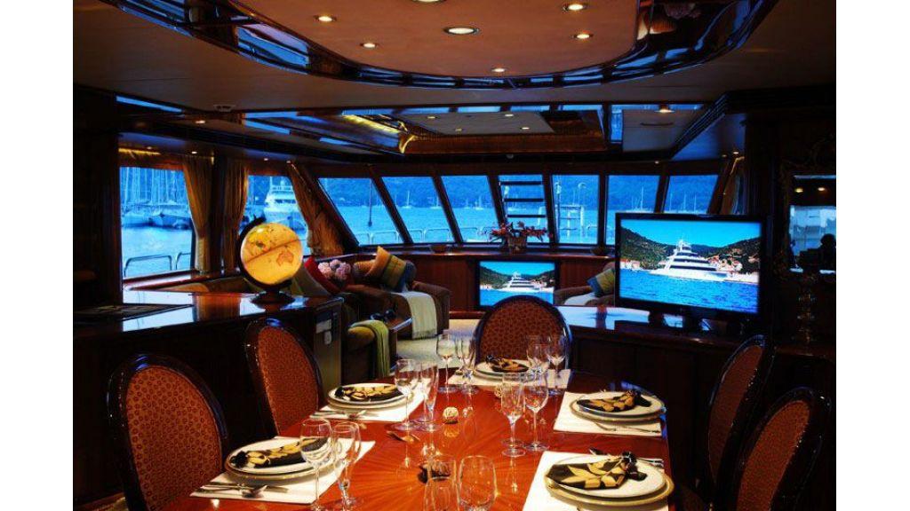 luxury-motoryacht-for-sale-22