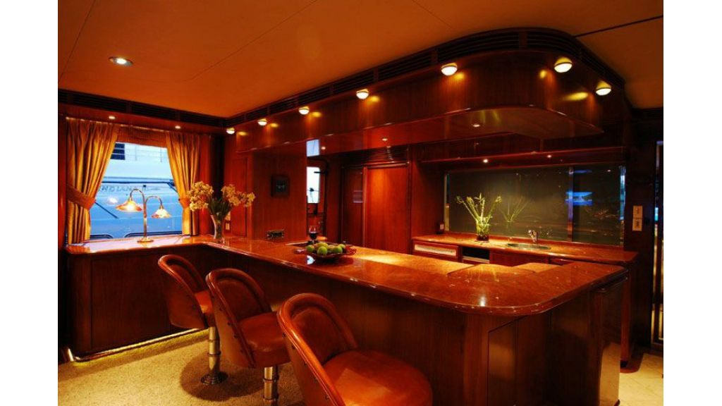 luxury-motoryacht-for-sale-23