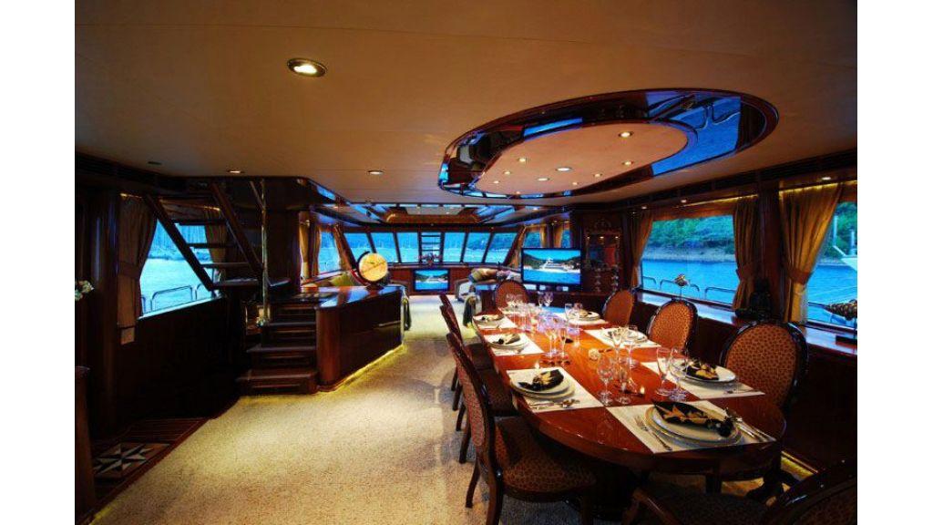 luxury-motoryacht-for-sale-24