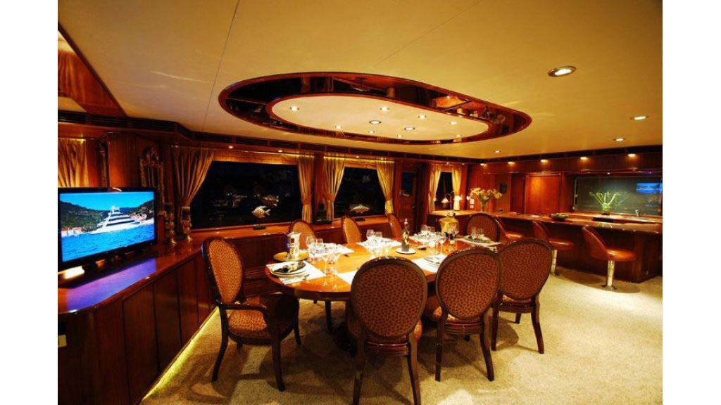 luxury-motoryacht-for-sale-25