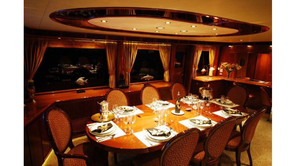 luxury-motoryacht-for-sale-26