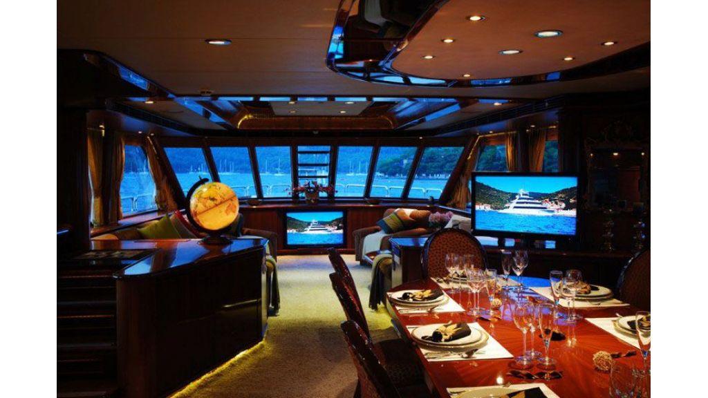 luxury-motoryacht-for-sale-29