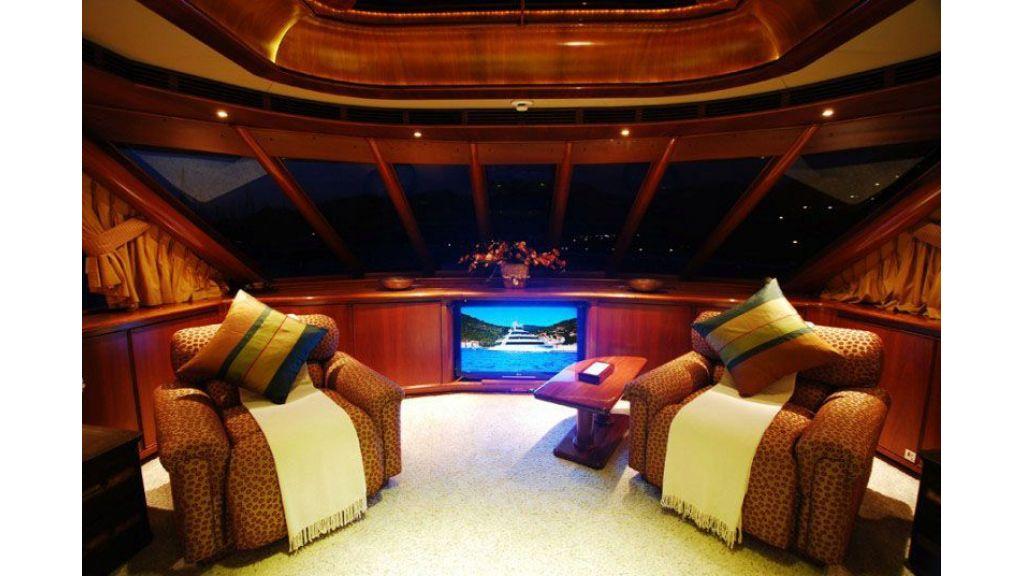 luxury-motoryacht-for-sale-31
