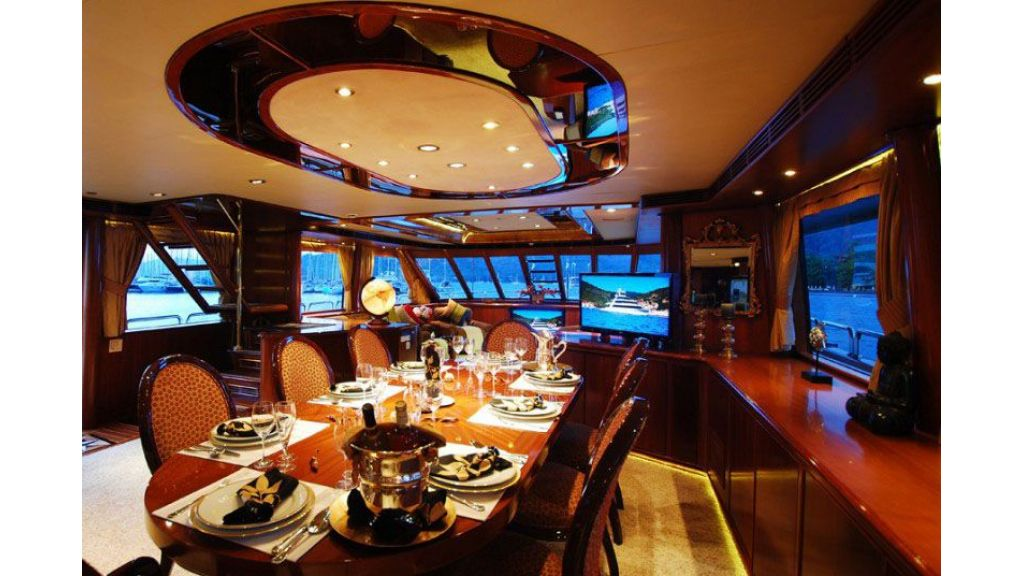luxury-motoryacht-for-sale-32