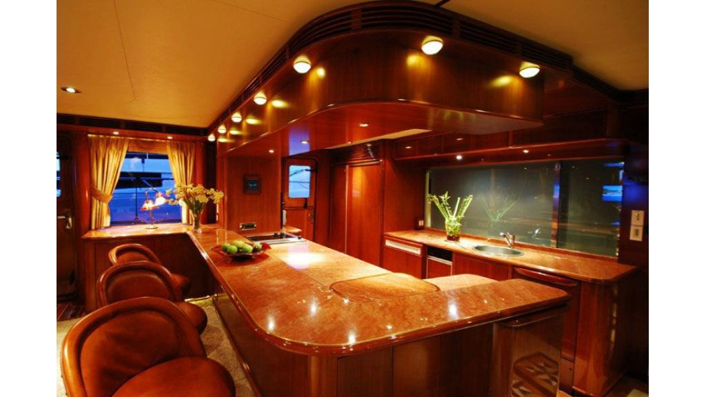 luxury-motoryacht-for-sale-33