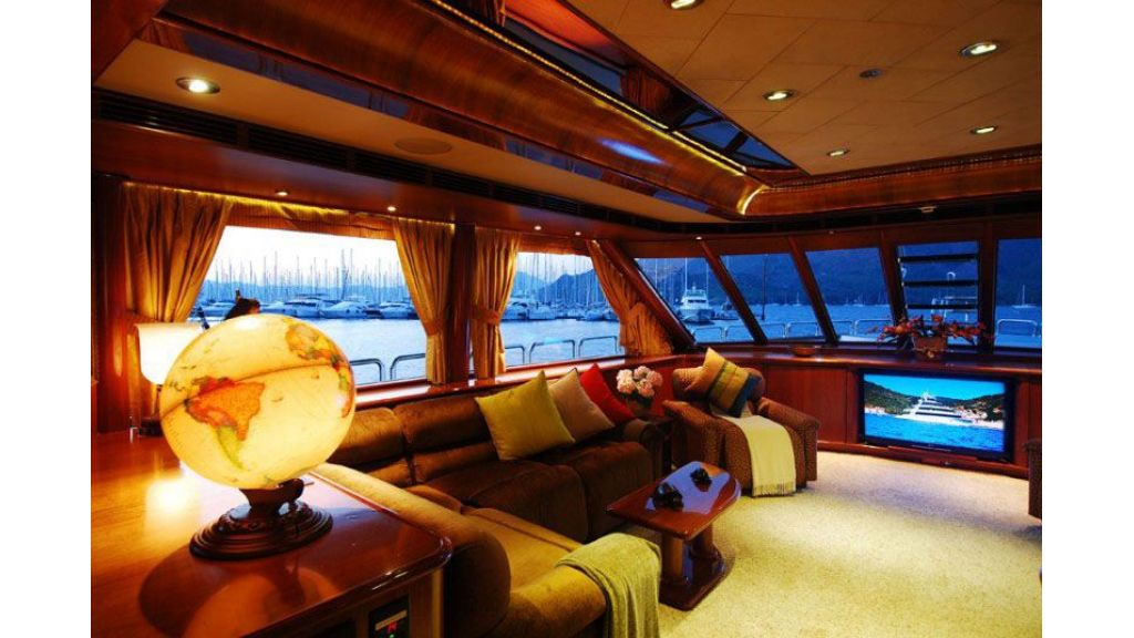 luxury-motoryacht-for-sale-37