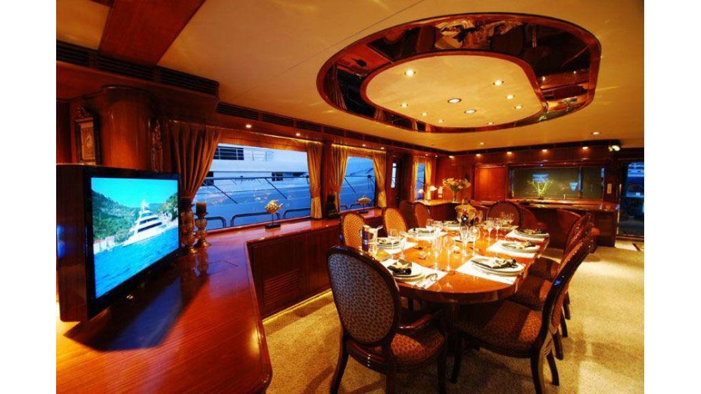luxury-motoryacht-for-sale-38
