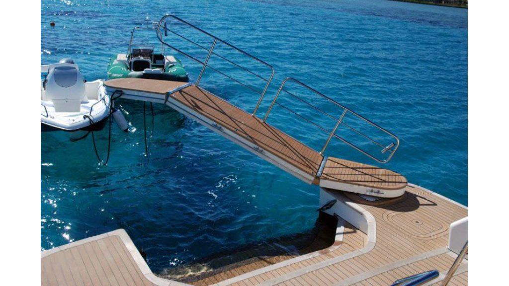 luxury-motoryacht-for-sale-4