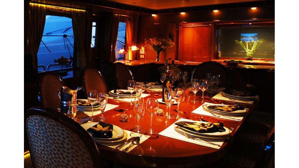 luxury-motoryacht-for-sale-40