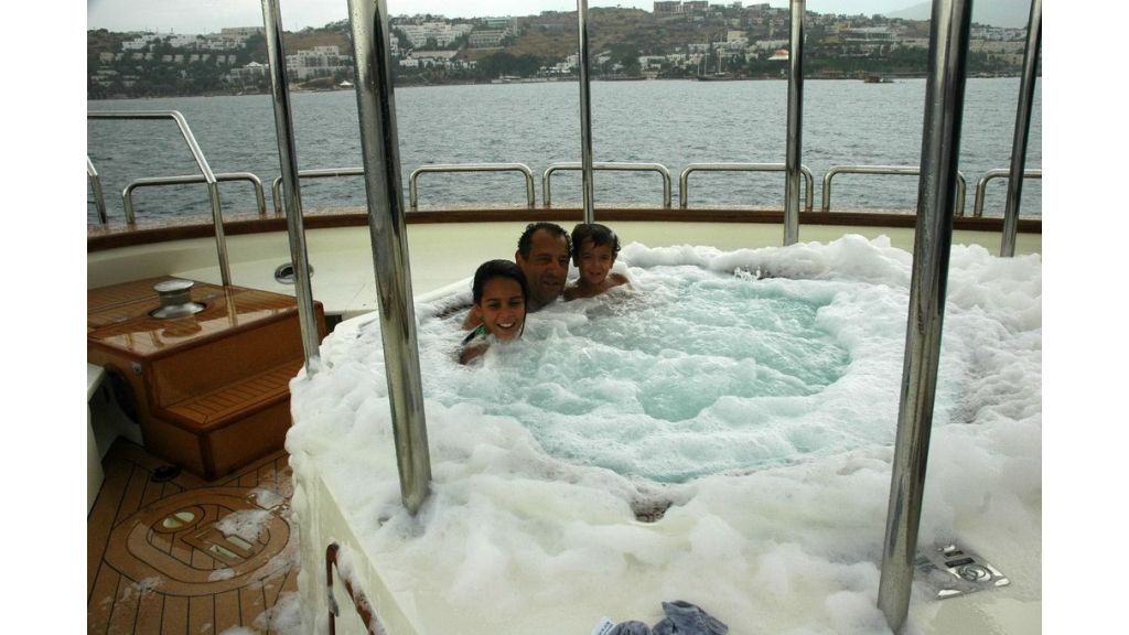 luxury-motoryacht-for-sale-65