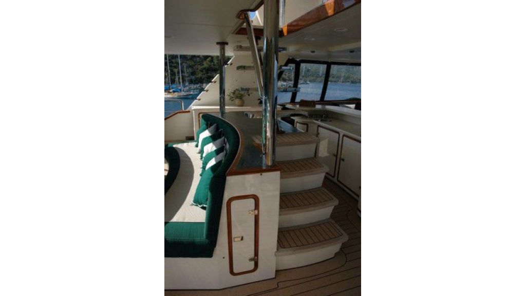 luxury-motoryacht-for-sale-9