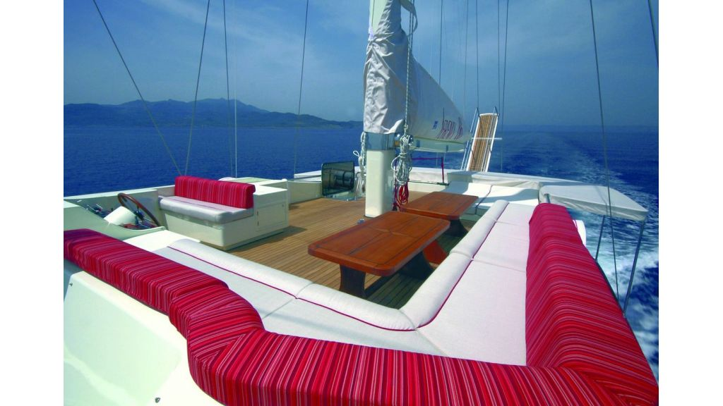 serenity-86-sun-deck-master
