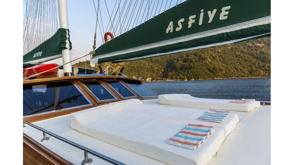 Sunbeds deck