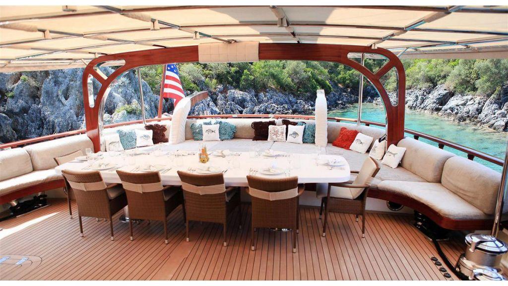 Zelda-Luxury-Yacht-master