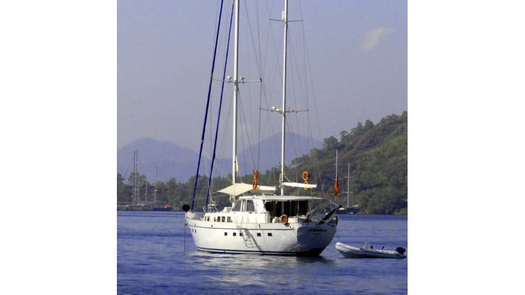 1288970395_sailing_yacht_acanthus__1
