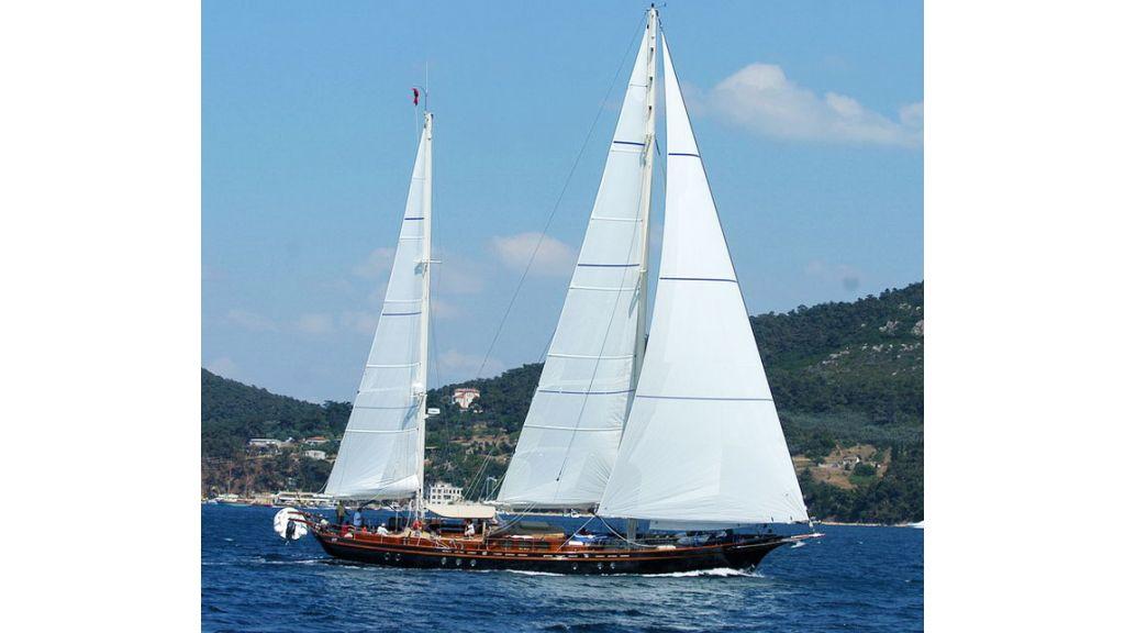 Sailing_yacht_ilios-(04)