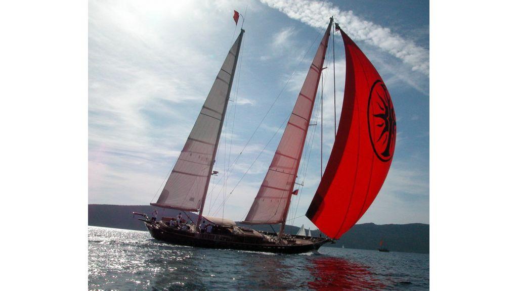Sailing_yacht_ilios (1)
