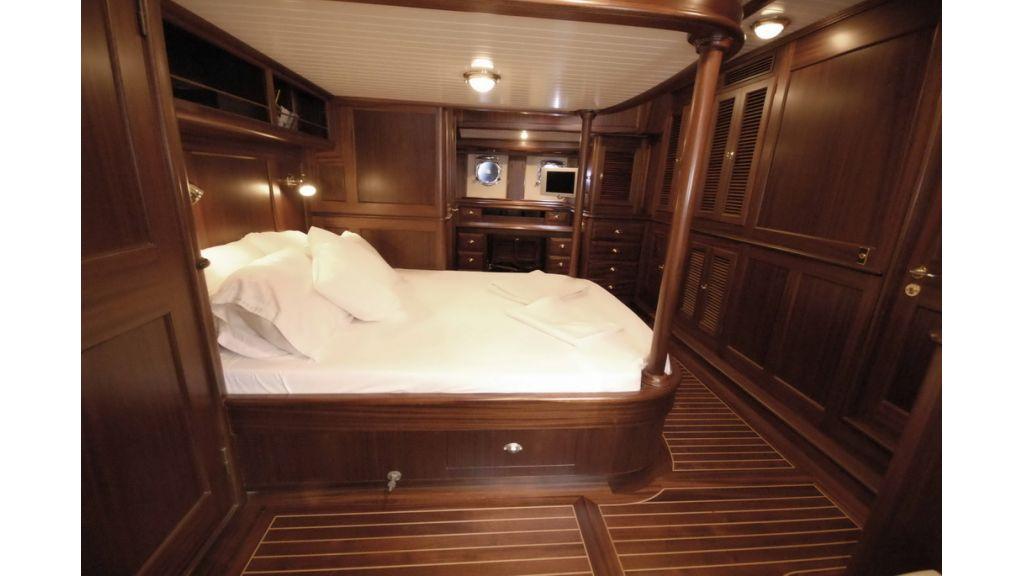 1288976087_sailing_yacht_ilios_9
