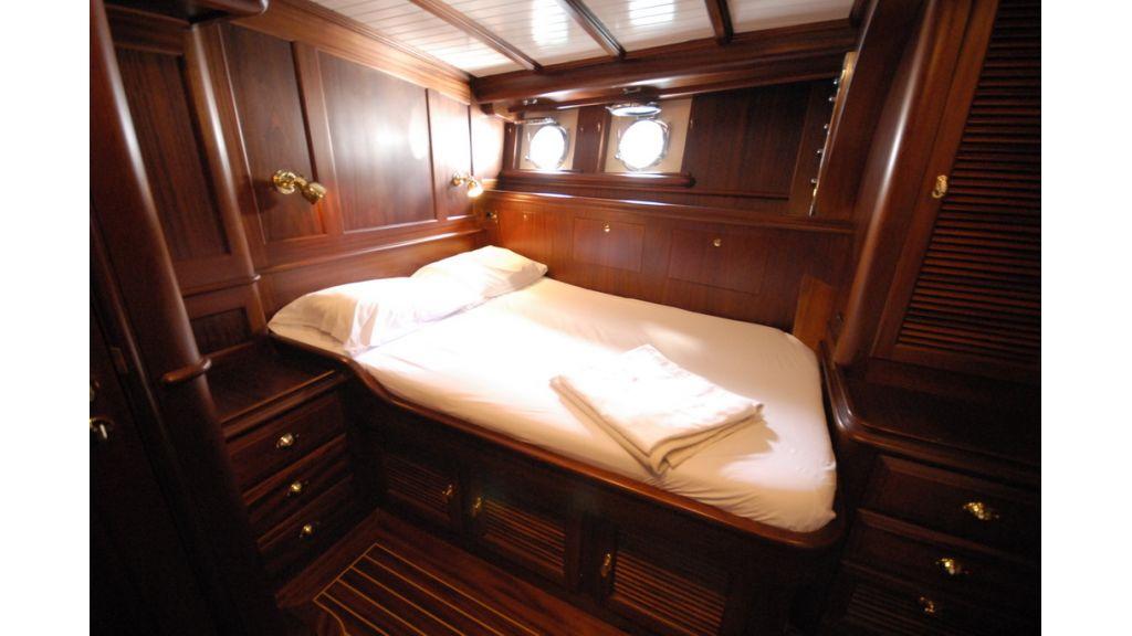 1288976109_sailing_yacht_ilios_16