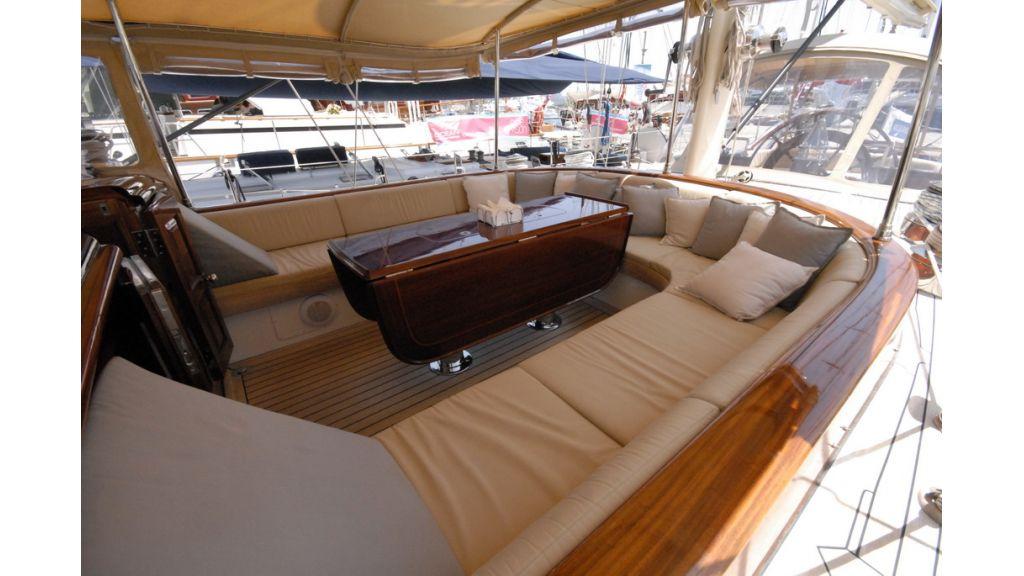 1288976115_sailing_yacht_ilios_17
