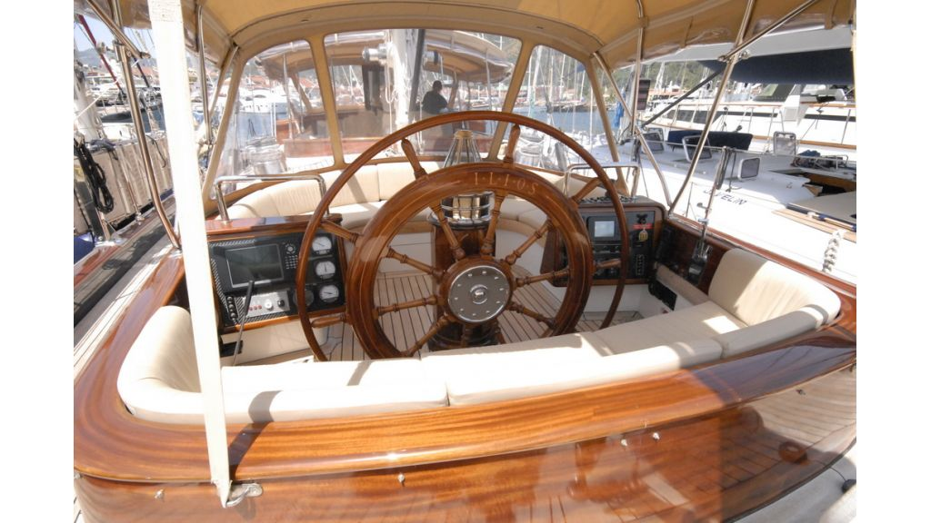 1288976120_sailing_yacht_ilios_18