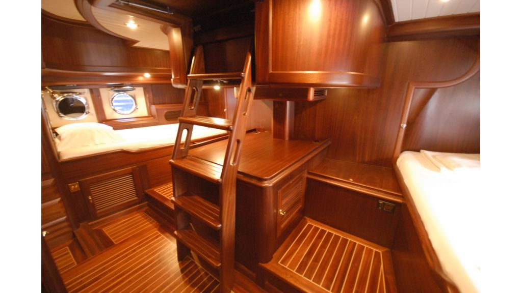 1288976135_sailing_yacht_ilios_5