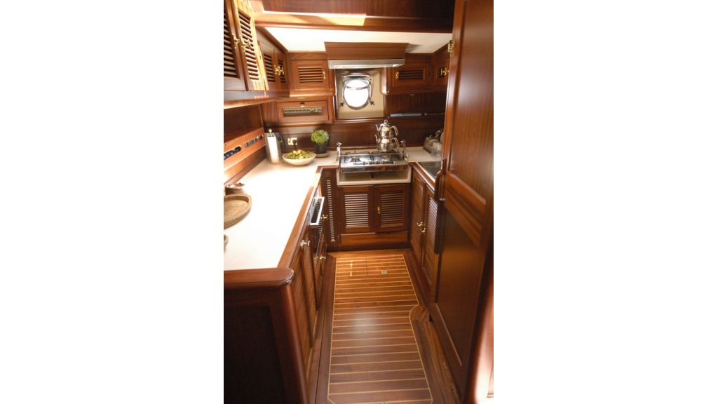 1288976143_sailing_yacht_ilios_12
