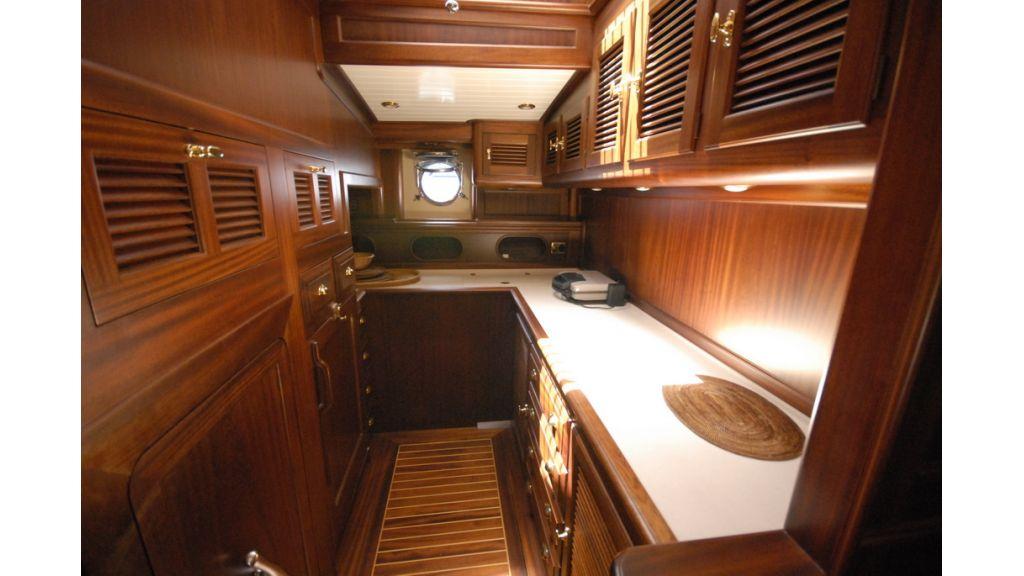 1288976147_sailing_yacht_ilios_15