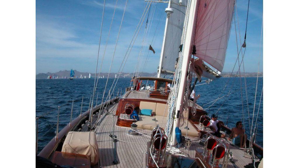 1288976162_sailing_yacht_ilios_28