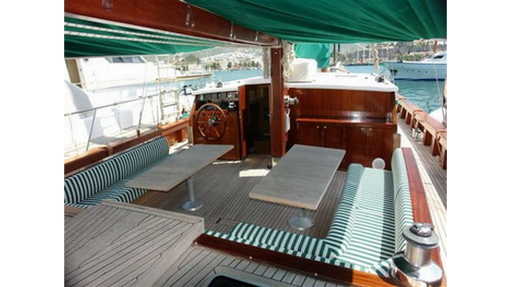 1289659453_sailing_yachts_vangole_4