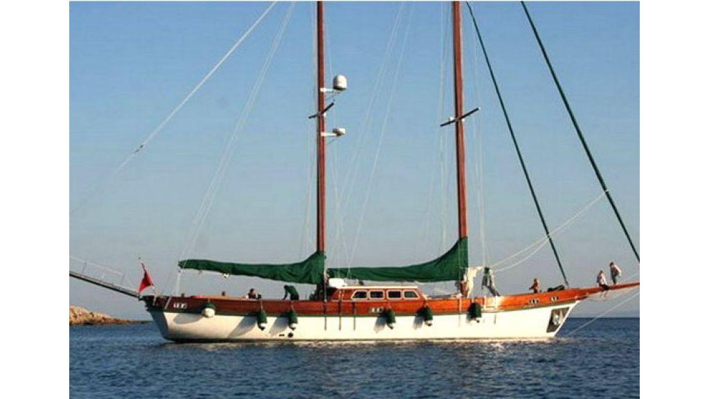 1289659579_sailing_yachts_vangole_16
