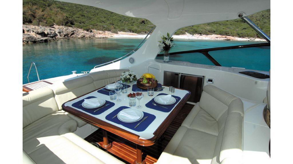 1289804062_motoryacht_charter_6