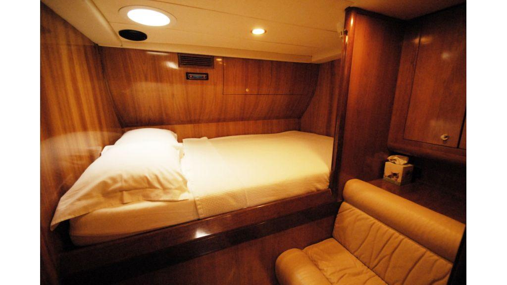 1289804085_motoryacht_charter_12