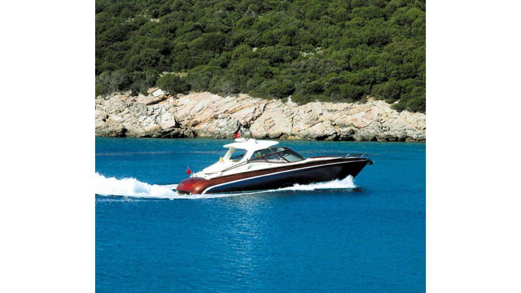1289804120_motoryacht_charter_17