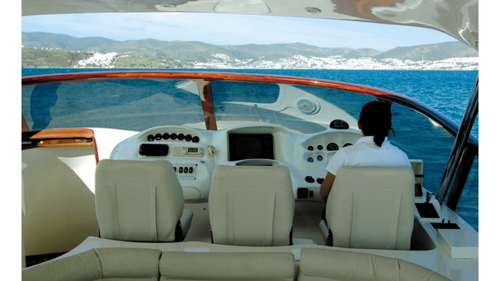1289804131_motoryacht_charter_2