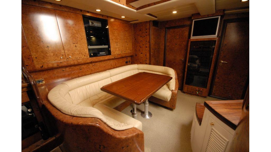 1289804154_motoryacht_charter_15