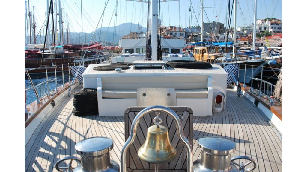 1290359129_sailing_yacht_for_sale__41