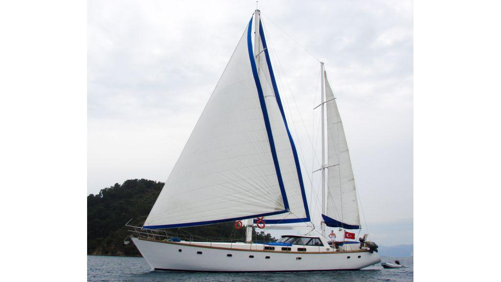1290362040_sailing_yacht_20