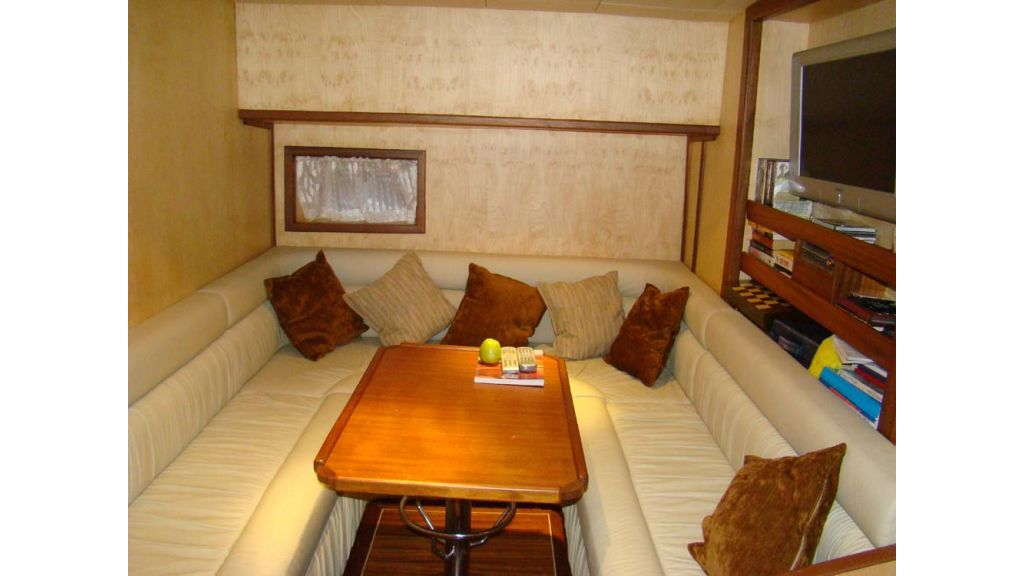 1290362053_sailing_yacht_15