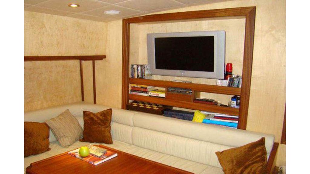 1290362098_sailing_yacht_3