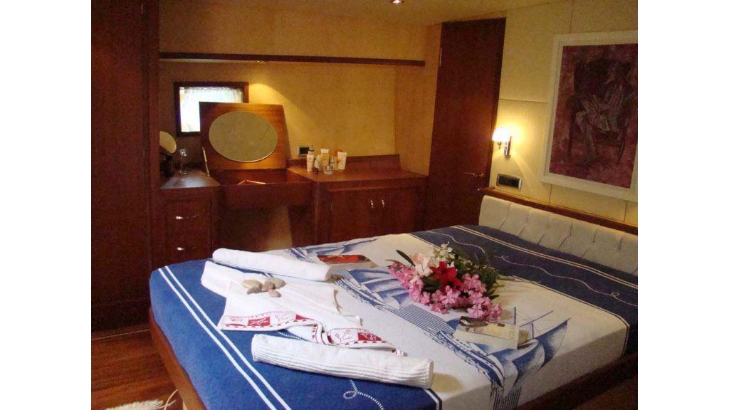1290362105_sailing_yacht_5