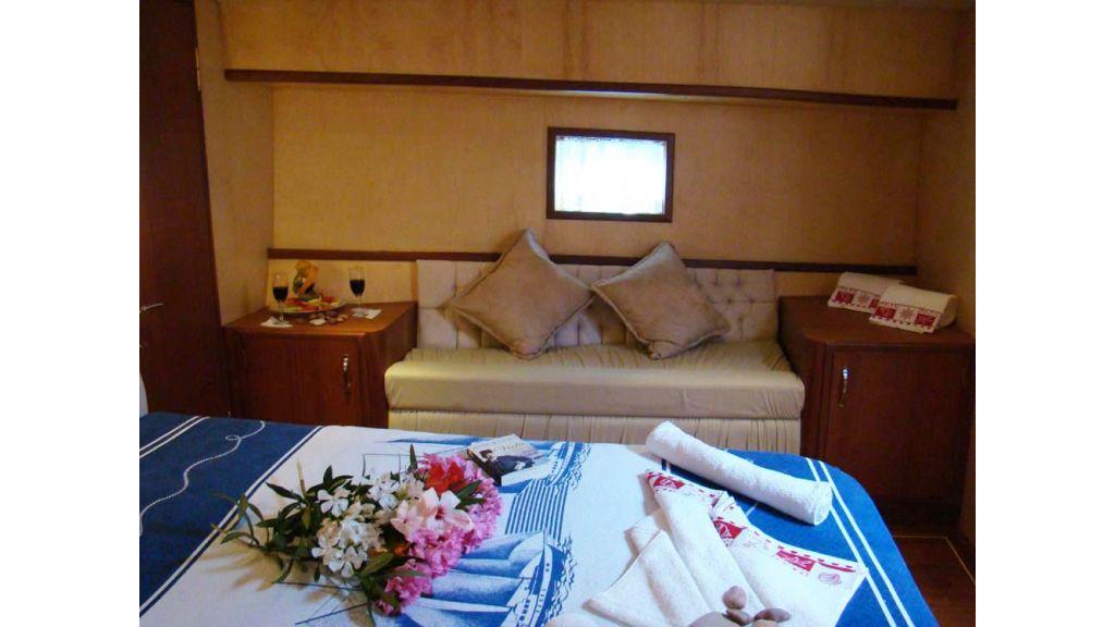 1290362108_sailing_yacht_6