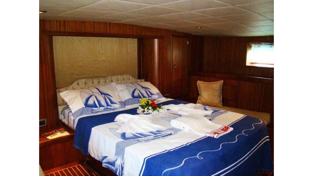 1290362175_sailing_yacht_9