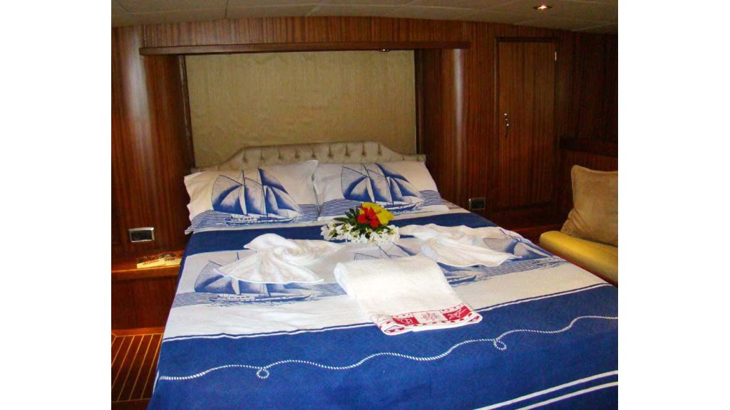 1290362181_sailing_yacht_11