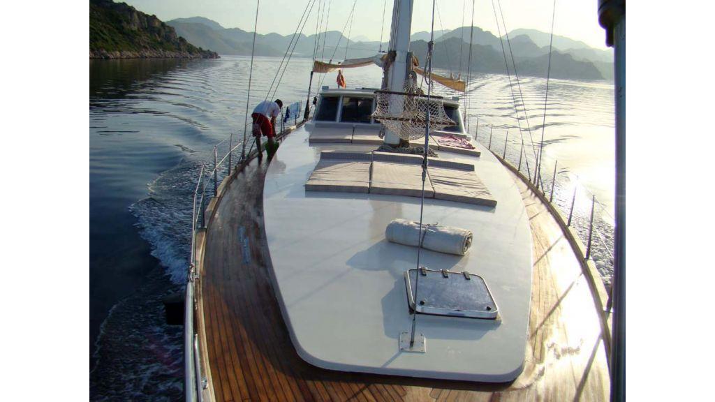 1290362195_sailing_yacht_21