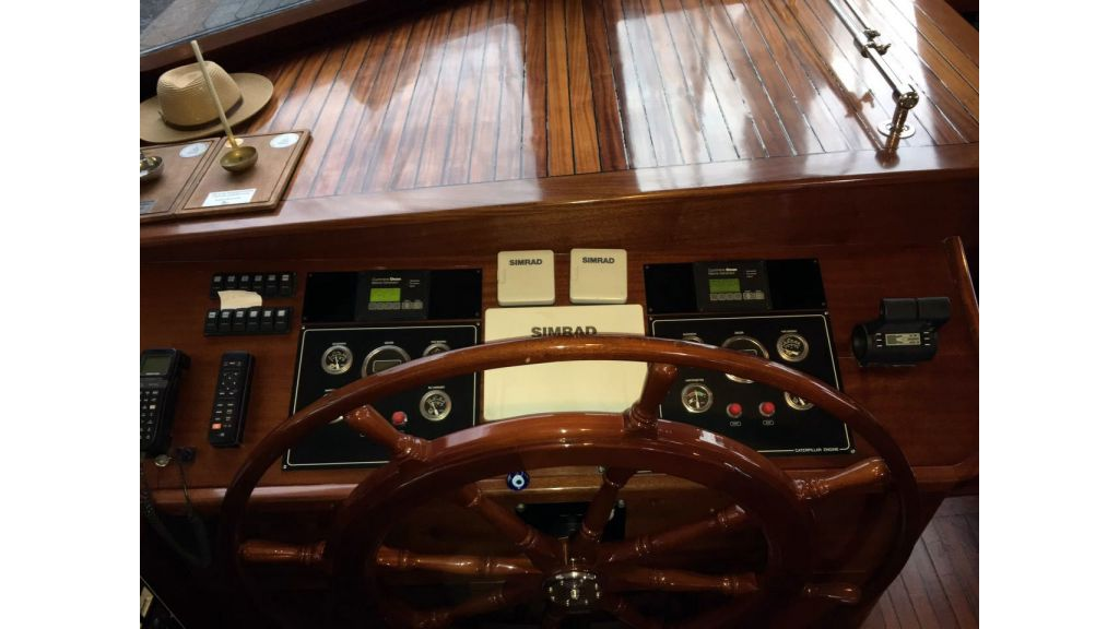 34-meters-charter-yacht-13