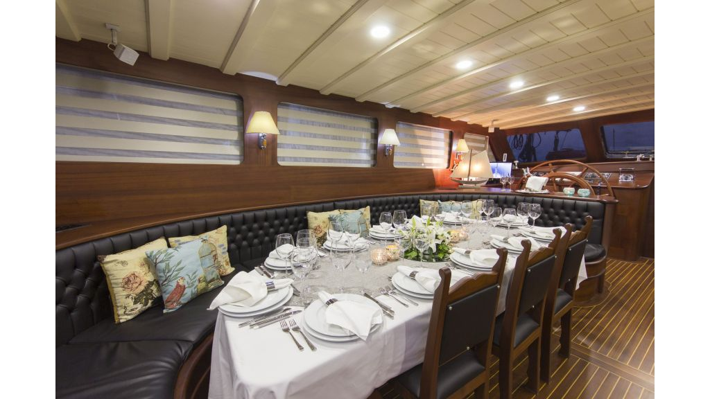 34 meters charter yacht (36)