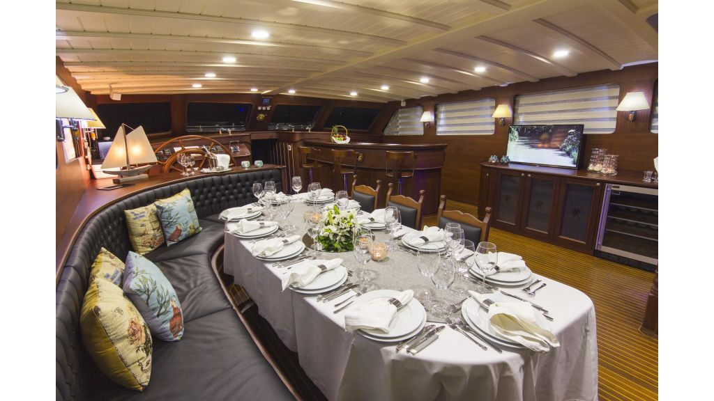 34 meters charter yacht (40)