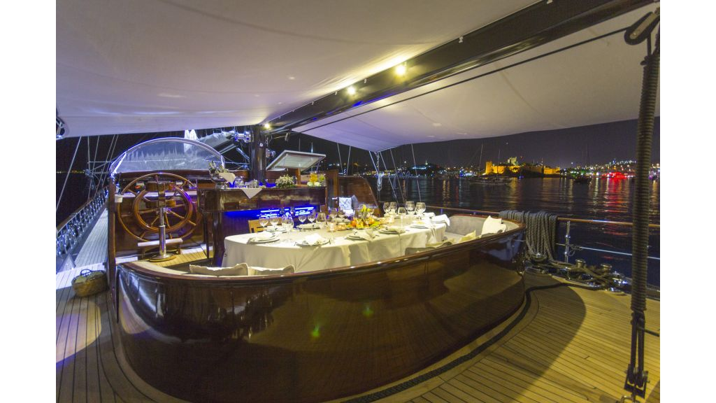34 meters charter yacht (46)