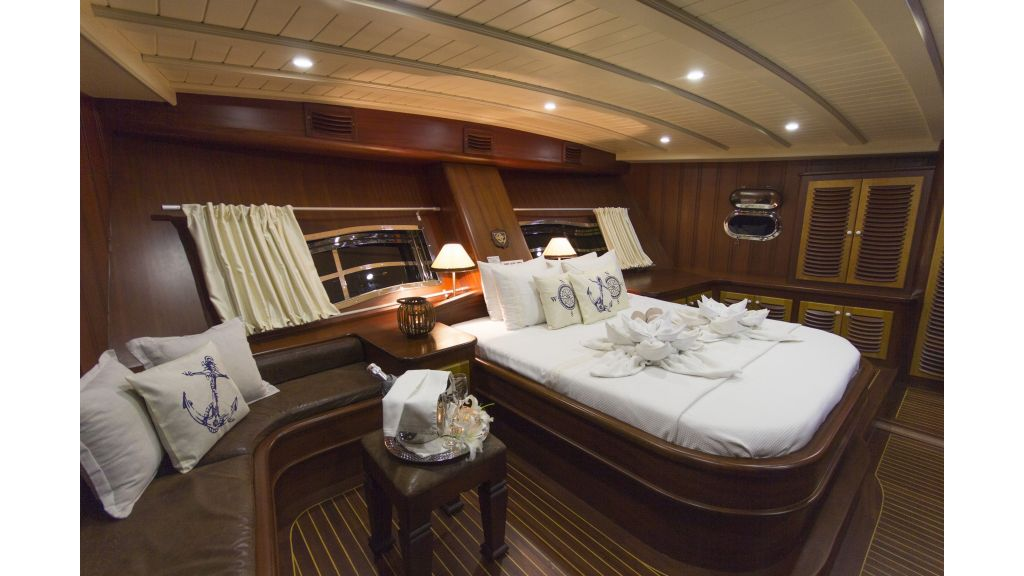 34 meters charter yacht (49)